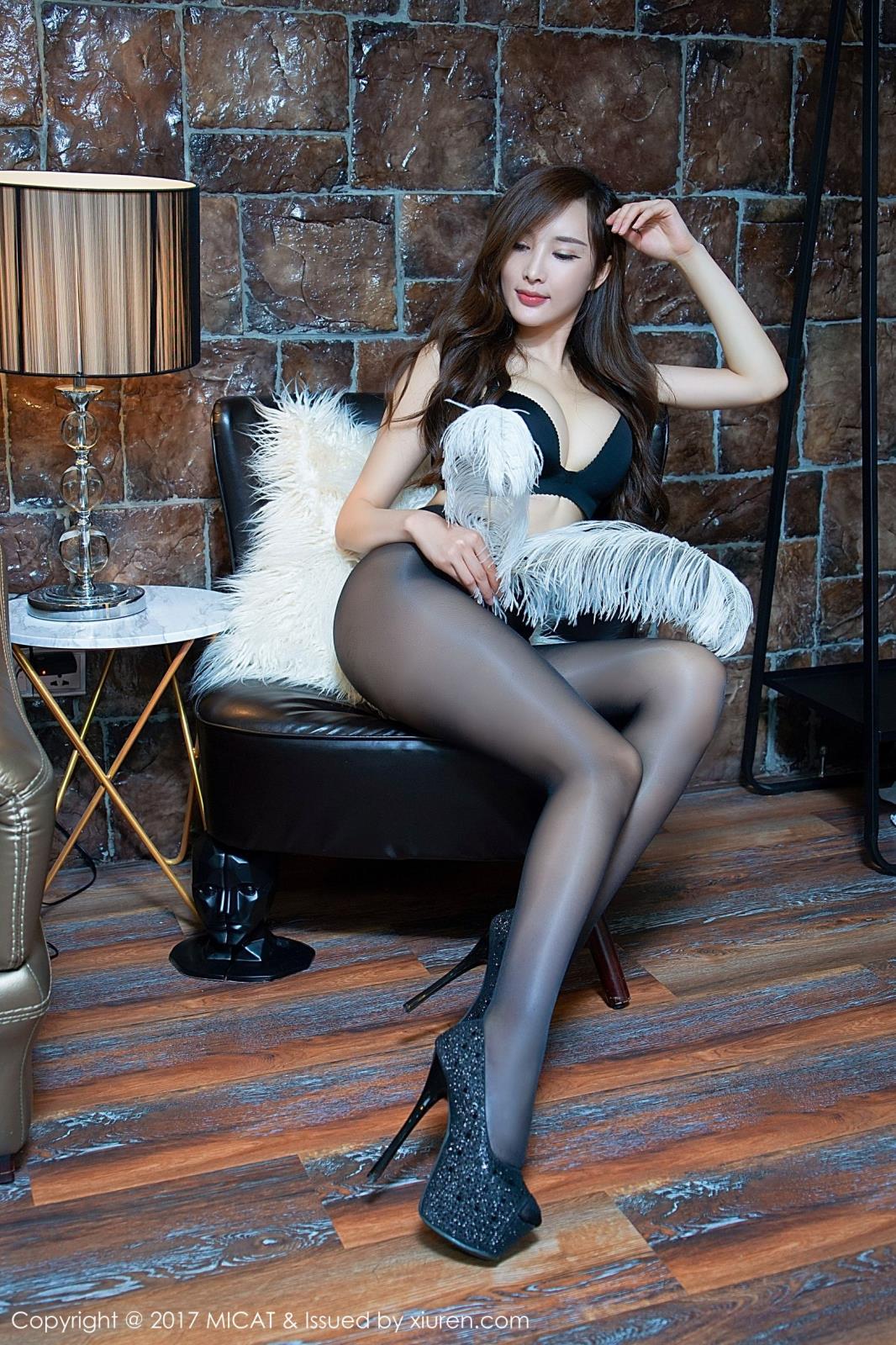 性感宅男女神美女周妍希大胆丝袜美腿内衣诱惑写真图片