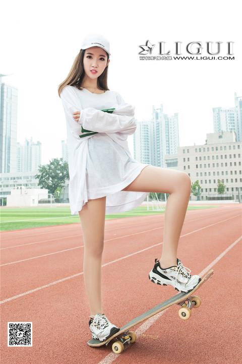 玩滑板的中国美女筱筱丝袜美腿阳光写真图片