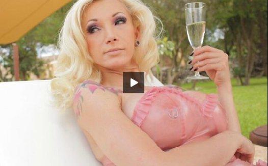 Susanwaylandclub 胶衣视频 3V MP4/687MB