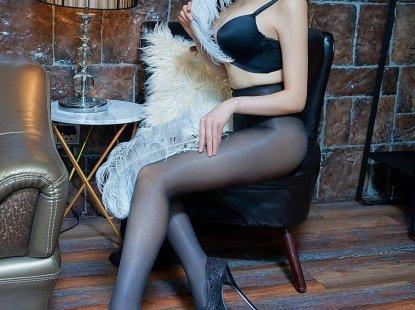 性感嫩模美女Lavinia诱惑内衣丝袜美腿人体私拍图片