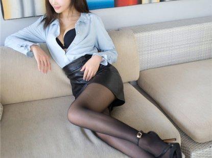 黑丝清纯美女Yumi-尤美沙发美腿秀摆拍写真